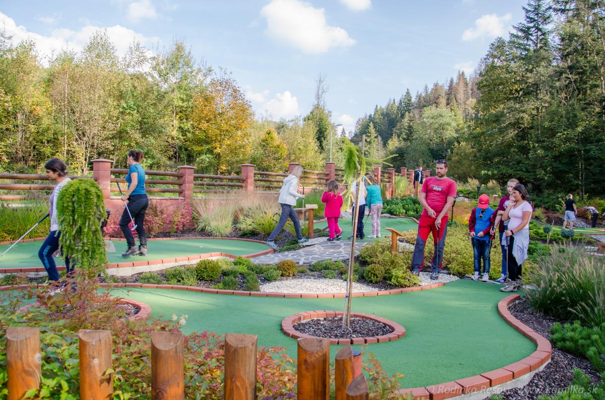 golfovy-turnaj-oscadnica-adventure-golf-43